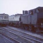 MThB Dieseltriebwagen und Dampflokomotive