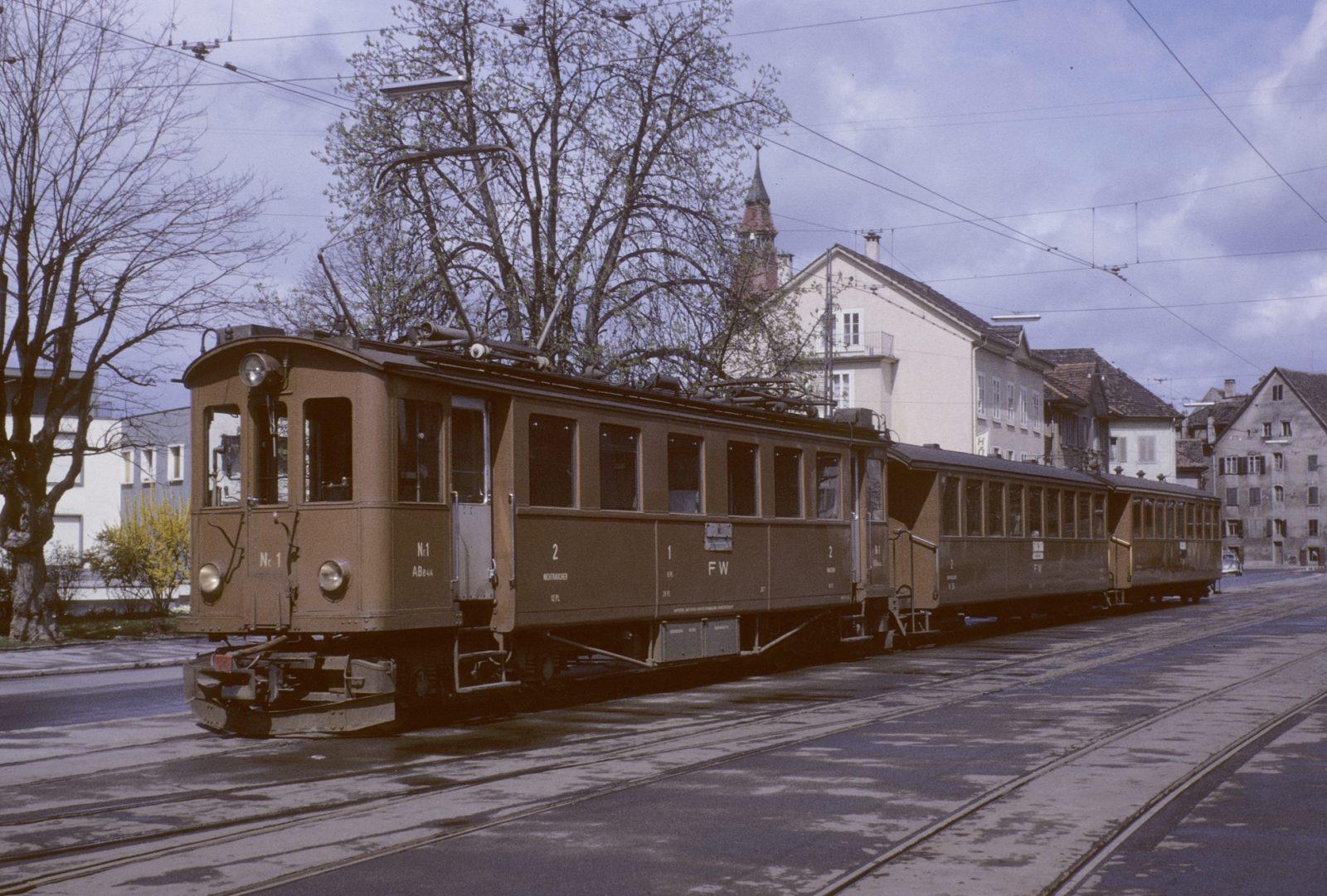Triebwagen Nr. 1 mit Personenwagen